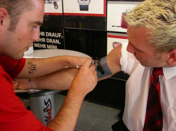 Airbrush Tattoos Schmerzfrei Buchen Firmenlogo