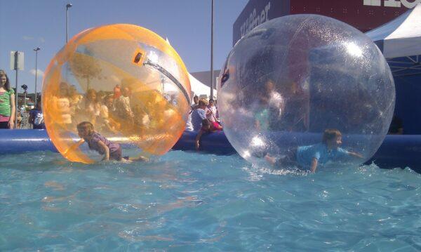 Aquaballs Riesen Schwimmball Mobiles Schwimmbecken Mieten