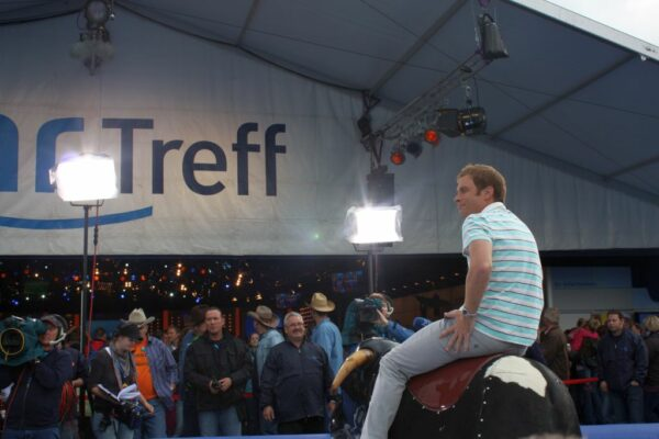 Bayerisches Bullenreiten Vermietung Bullriding Oktoberfest