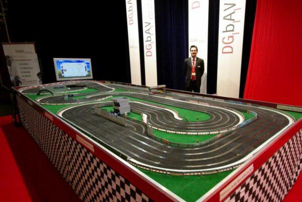 Carrera Rennbahn Action Racing Vermietung Aufbau