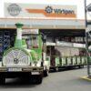 City Bahn Jumbo grün weiß Straßeneisenbahn mieten Wirtgen Parkplatztransfer Betriebsbesichtigung