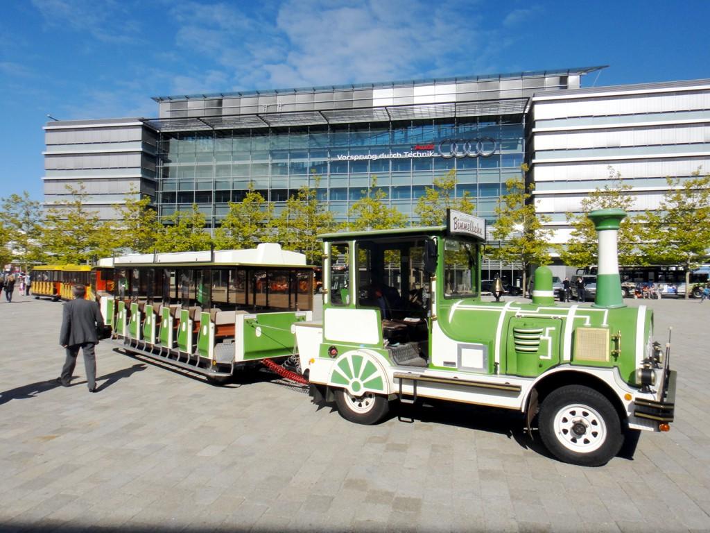 City Bahn Jumbo grün weiß Wegebahn mieten Audi Werksbesichtigung