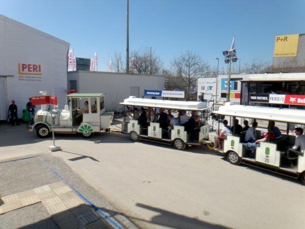 City Bahn weiß-grün Bimmelbahn mieten Weihnachtsmarkt Tschu Tschu Bahn