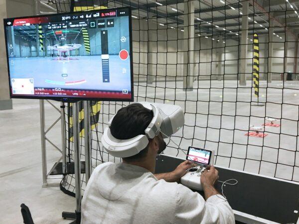 Drohnen Parcours FPV mieten brandneues Flugerlebnis wie in einem Videospiel First Person View DJI Phantom 4 Pro