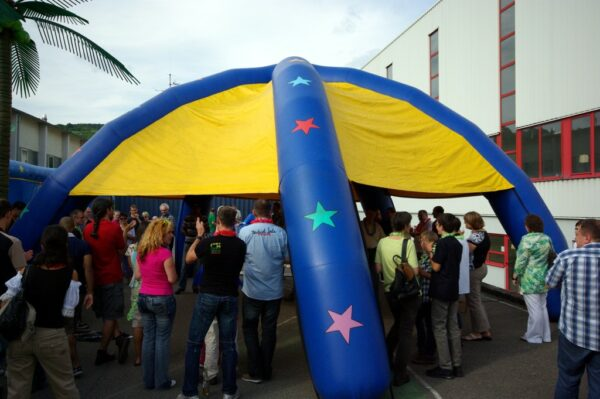 Event Dome aufblasbares Zelt blau gelb mieten