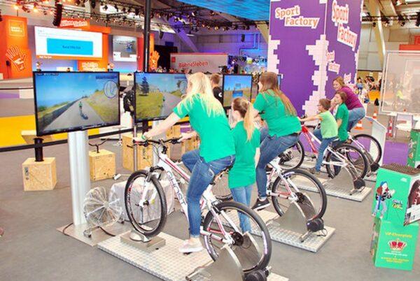 Fahrradsimulator 4er Modul mieten mit kundeneigenen Fahrrädern
