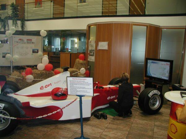 Formel 1 Rennsimulator rot weiss Virtual Reality