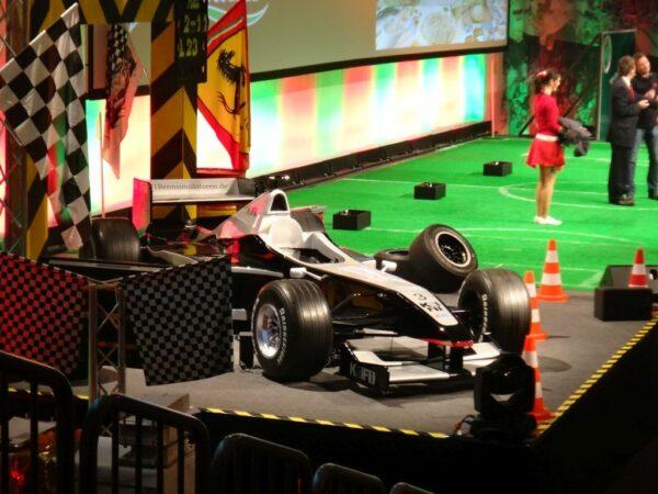 Formel 1 Simulator schwarz silber Kick Off Event F1 Pole Position