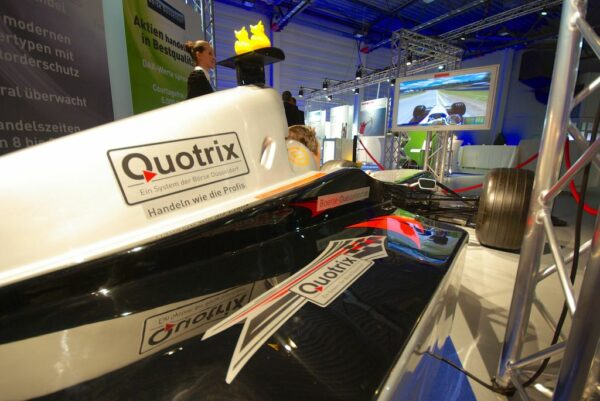 Formel 1 Simulator schwarz silber Silberpfeil Fahrsimulator Vermietung
