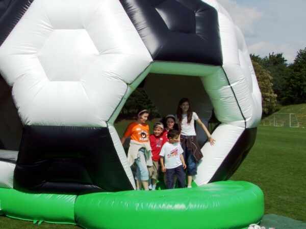 Hüpfburg Fussball XXL in Fussballoptik