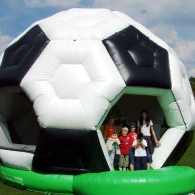 Hüpfburg Fussball XXL mieten Fussballhüpfburg