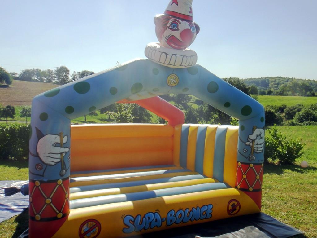 Hüpfburg Happy Clown 4x4 mieten der Klassiker unter den Hüpfburgen