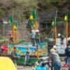 Hochseilgarten mobil Jugendliche auf Anhänger