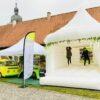 Hochzeitshüpfburg mieten mit VW Bus Cocktailbar