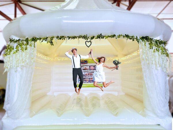 Hüpfburg Hochzeit Fotoshooting Fotobox