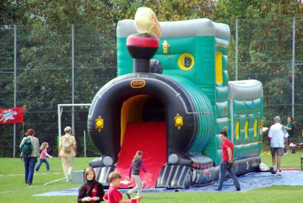 Hüpfburg Lokomotive für Westerparty mieten