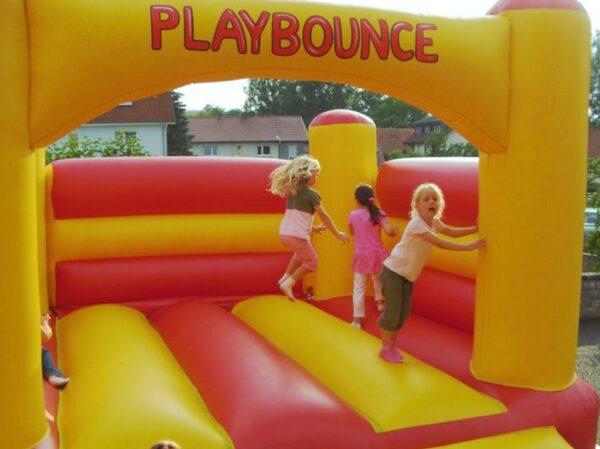 Hüpfburg Playbounce mieten Kindergeburtstag