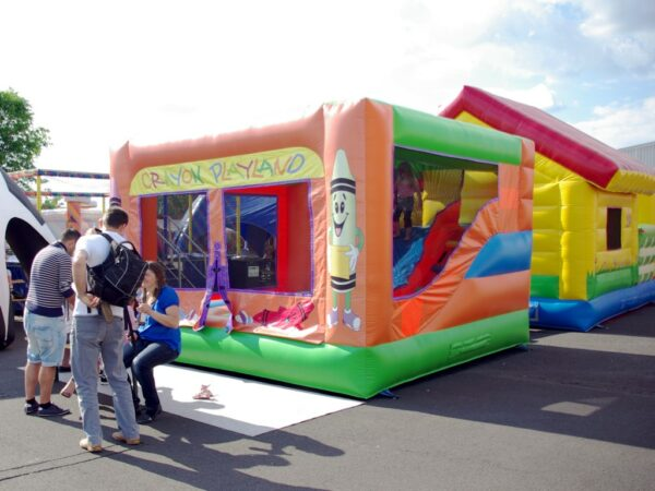 Hüpfburg Playland mieten Sicherheit durch Netzumrandung