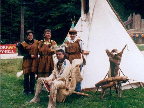 Indianer Kinderdorf optional mit großem Tipi und Indianer