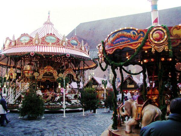 Karussell Doppelstockkarussell mieten Christkindlesmarkt Nuernberg