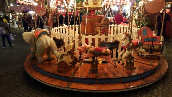 Karussell Menagerie Dampfkarussell 25 Plätze Nürnberger Weihnachtsmarkt