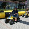 Kinderfahrschule mit bis zu 4 benzinbetriebenen Quads aufblasbare Umrandung