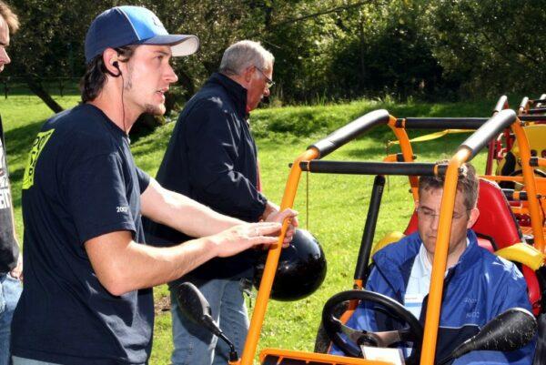 Mobiler Crosskart-Buggy-Offroadgeschicklichkeitsparcours Motorsporthaftpflichtversicherung