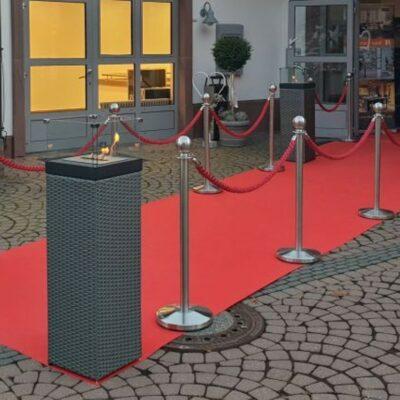 Personenleitsystem Absperrständer Edelstahl Kordel rot zum Absperren bestimmter Bereiche im Aussenbereich auf Konzerten und Events
