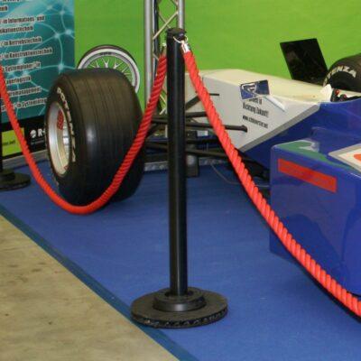 Personenleitsystem Racing Absperrständer schwarz Kordel rot mieten mieten für Formel 1 Rennsimulator auf Messestand