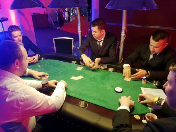 Pokertisch mieten erfahrener Pokerdealer