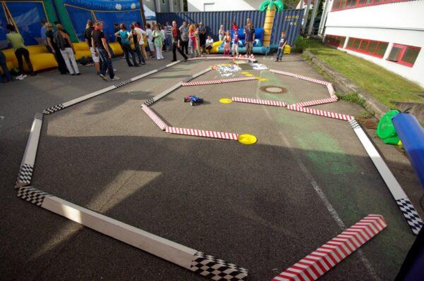 RC Rennparcours mit ferngesteuerten Autos mieten