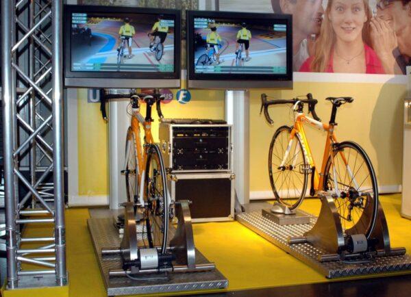 Rennradsimulator Doppelmodul mieten Radsportsimulator mit zwei Rennrädern