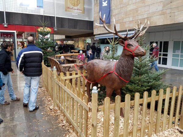 Rentier mit Schlitten Dekoration Weihnachtsfeier Fotobox