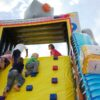 Riesenhüpfburg Roboter Hindernisparkour aufblasbar
