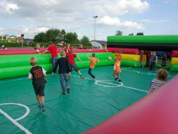Soccer Court XL Spielfeldumrandung aufblasbar mit optionale Bodenplane in Spielfeldoptik