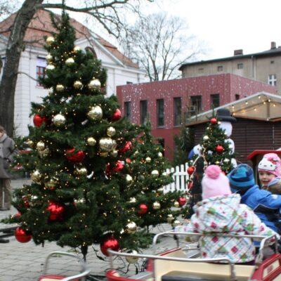 Tannenbaum Weihnachtsbaum Deko optional dekoriert oder weiß beschneit
