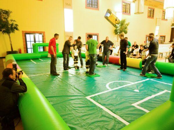 Tipp Kick Turnier mit XXL Figuren und Spielfeld