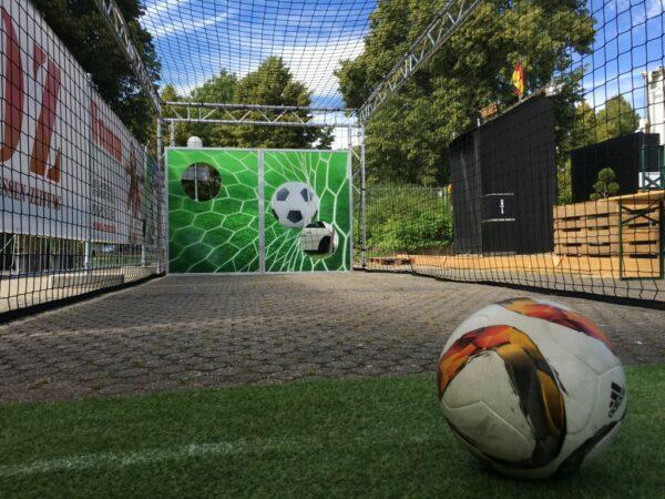 Torwandschiessen mit Gewinnspielversicherung Torwand Ballfangnetz Versicherung