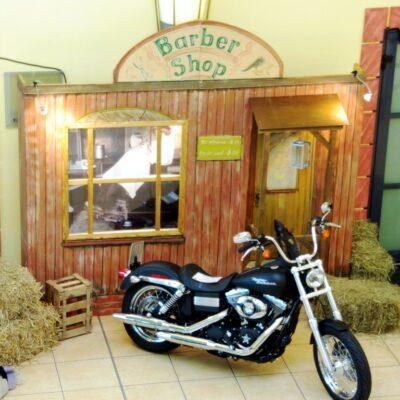 Western Dekowände Barber Shop mieten Westerndekoration