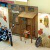 Westernparty Deko Kulissenwand Sheriff Office Gefängnis mieten Westernstellwand